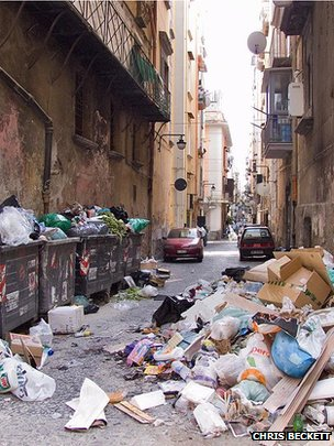 Uncollected rubbish, Naples (July, 2007) (Image: Chris Beckett)