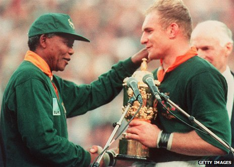 Mandela presents the Webb Ellis trophy to Springbok captain Francois Pienaar in 1995