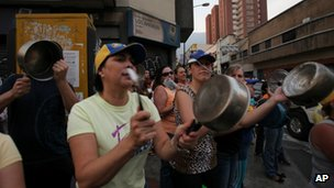 Supporters of Henrique Capriles protest in Caracas on 15 April 2013