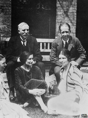Niels Bohr, E Rutherford