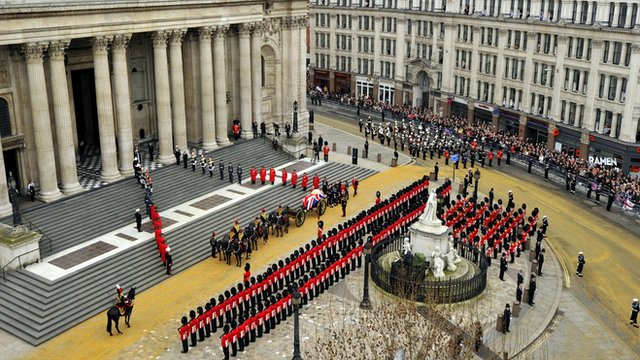 "The coffin of British former prime minister Margaret Thatcher, carried on a gun carriage drawn by the King""s Troop Royal Horse Artillery, arrives at St Paul""s Cathedral during her ceremonial funeral in central London on April 17, 2013."