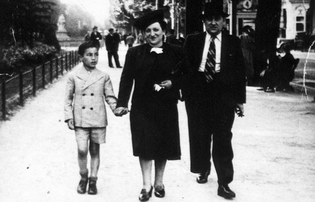 Simon Gronowksi, aged nine, with his parents in Brussels before the occupation