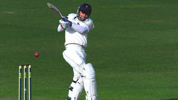 Scott Borthwick pulls for four at Edgbaston