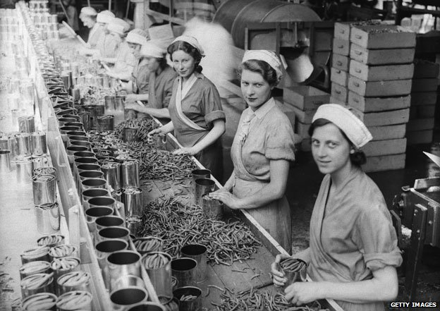 Wisbech 1934: Women canning plums