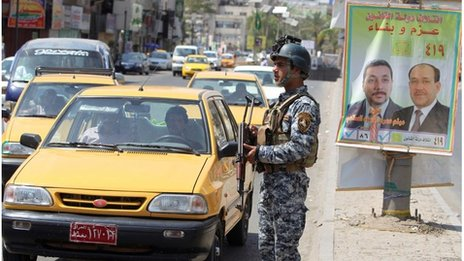 Policeman at a checkpoint in Baghdad (19/04/13)