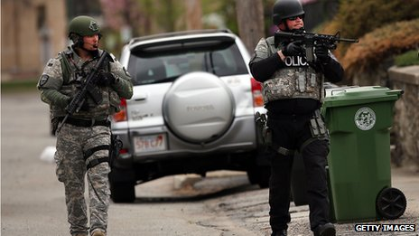 Members of a SWAT team search through a neighbourhood in Watertown, Boston (19 April 2013)