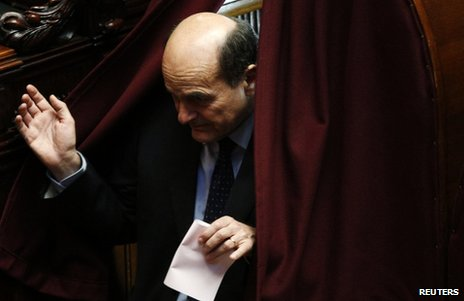 Pier Luigi Bersani holds his ballot paper during the second day of the presidential elections in Italy's parliament, 19 April
