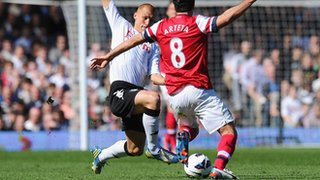 Fulham's Steve Sidwell lunges in on Mikel Arteta