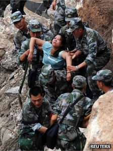 Soldiers in Sichuan, China, rescue an injured woman, 20 April