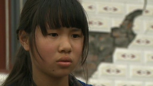 Chinese girl whose house is not safe after the quake