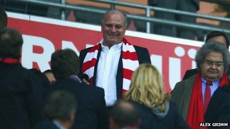 Uli Hoeness supporting Bayern against Barcelona