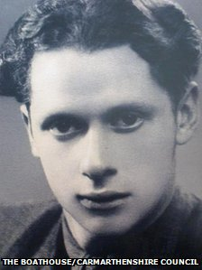 The photograph of Dylan Thomas that was sent into space