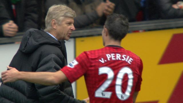 Van Persie greets Arsene Wenger
