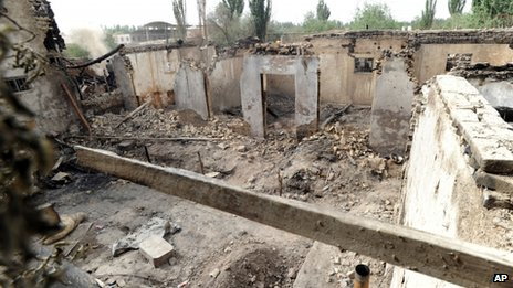 House destroyed in a violent clash in Selibuya (25 April 2013)