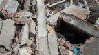 Volunteers look through rubble in Savar, Dhaka, Bangaldesh (28 April 2013)