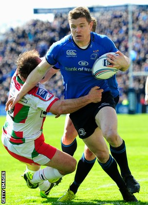 Brian O'Driscoll on the attack for Leinster against Biarritz
