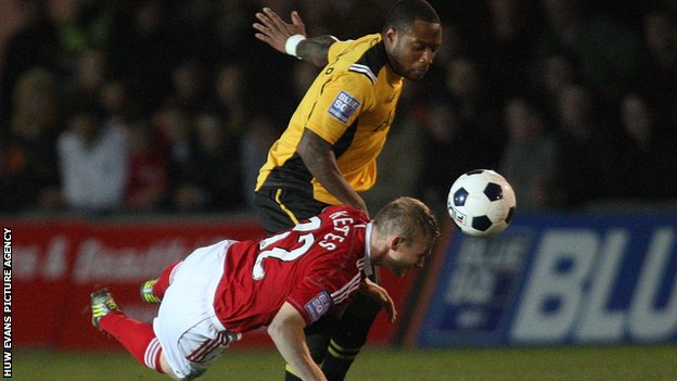 Newport's Aaron O'Connor and Wrexham's Dean Keates