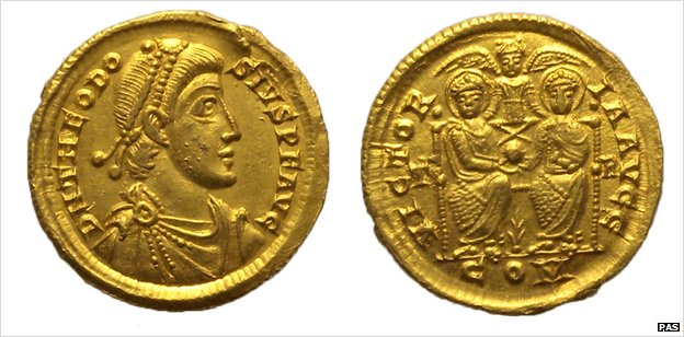 Roman gold coin revealed in &#8216;lucky&#8217; Norfolk treasure find