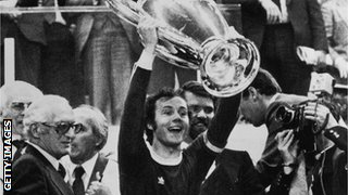 Franz Beckenbauer with the 1975 European Cup