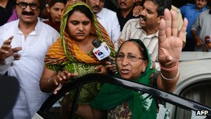 Swapandip (C), and Dalbir Kaur (R), the respective daughter and sister of Sarabjit Singh, an Indian prisoner held in Pakistan, gesture as they leave from a hospital in Lahore on April 29, 2013. P