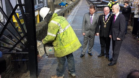 City centre manager Jim Roddy, mayor Kevin Campbell and Justice Minister David Ford watch as security gates are removed