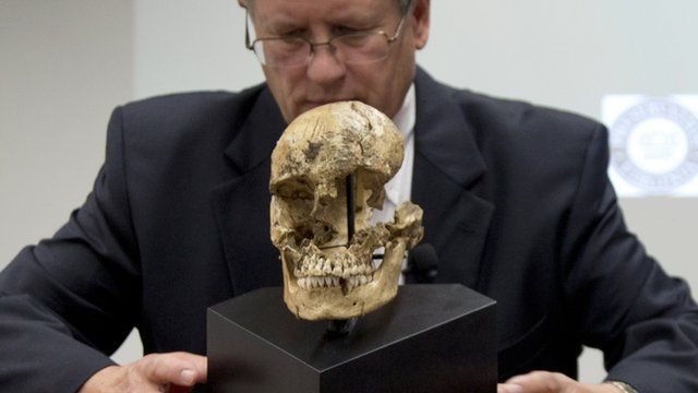 "Doug Owsley and the skull of ""Jane of Jamestown"