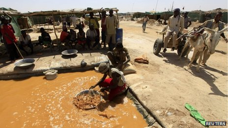 A worker pans for gold at a mine in Sudan (27 April 2013)