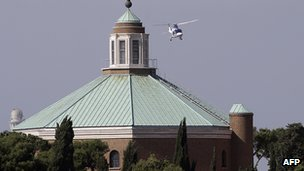 Helicopter transporting Emeritus Pope Benedict (2 May 2013)