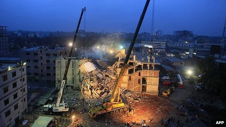 Cranes at scene of collapsed building in Dhaka. 3 May 2013