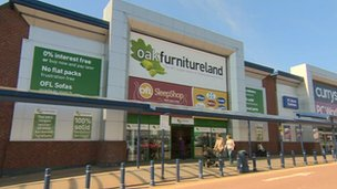 BBC News - Online shops take stock and move into the High Street