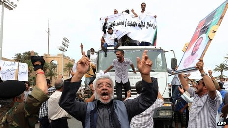 Demonstration in support of the new law in Martyrs' Square - 5 May