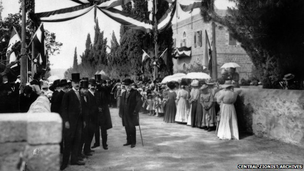 Templers waiting to greet Kaiser Wilhelm II in Jerusalem in 1898