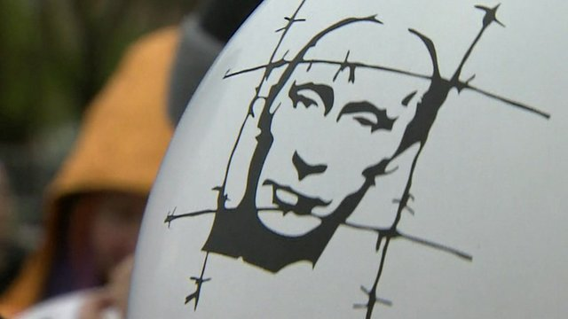 Balloon showing image of Vladimir Putin behind barbed wire