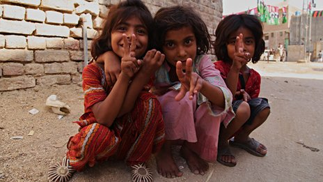 Children in Khairpur make peace signs