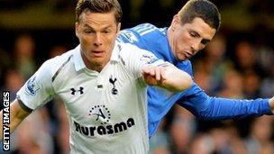 Scott Parker of Spurs (left) and Chelsea's Fernando Torres