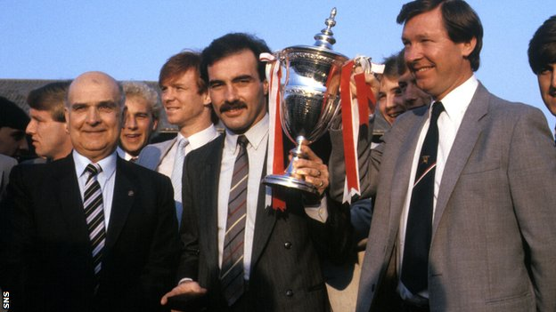 Willie Miller and Alex Ferguson with the European Cup-Winners' Cup