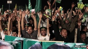 Supporters of the Pakistan Muslim League - Nawaz () attend an election campaign rally in Rawalpindi, May 7, 2013