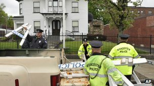 Worcester police remove barricades from in front of the Graham Putnam Mahoney funeral home in Worcester, Massachusetts 9 May 2013
