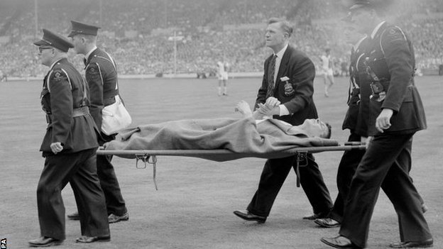 Whelan is stretchered off in the 1960 Cup final
