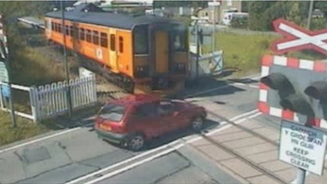 Near miss at level crossing