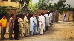 Queue for Islamabad polling centre