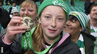 Celtic fan Kathlenn McGovern with Neil Lennon's winners' medal