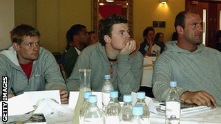 (From left) Iain Balshaw, Brian O'Driscoll and Lawrence Dallaglio listen to a motivational speech in 2005