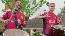 Jason Robinson and Iain Balshaw play drums in a samba band with the 2001 Lions