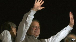 Nawaz Sharif waves to supporters in Lahore - 11 May