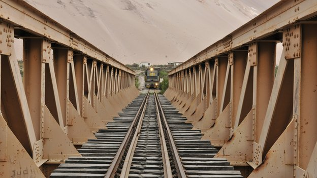 A train approaches a bridge on the Arica-La Paz railway (file photo)
