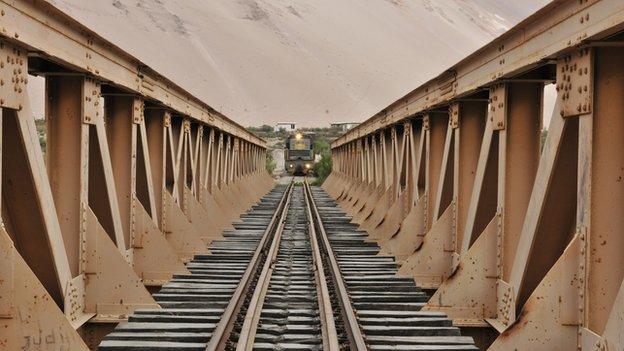 A train approaches a bridge on the Arica-La Paz railway (file photo)