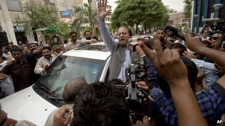 Nawaz Sharif campaigns in Lahore