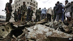 Sukhoi fighter jet crash scene in Sanaa, 13 May 2013