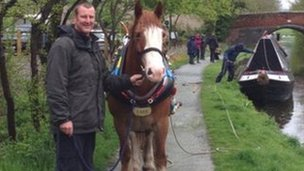 Steve Furnace with Taff the horse preparing to pull Saturn across Chirk aqueduct